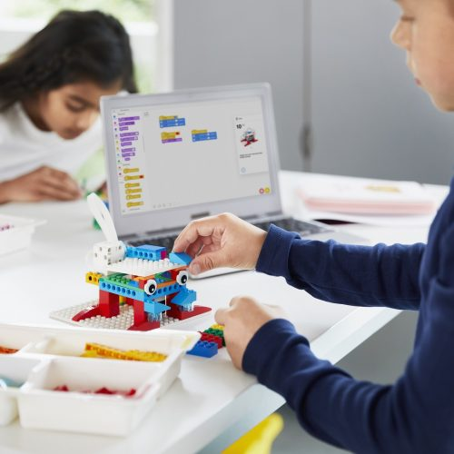 LEGO® Education SPIKE™ Essential dziecko konstruujące i programujące śmieciopotwora ozwiązania dla edukacji klasy 1-3 szkoły podstawowe dz